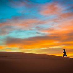 ... soweit die Füße einen tragen 💛 #sahara #marokko #wüstenlandschaft #sonnenuntergang #wanderlust #fernweh…