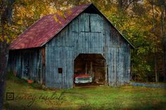 we see small barns like this on some of our road trips....just love them!