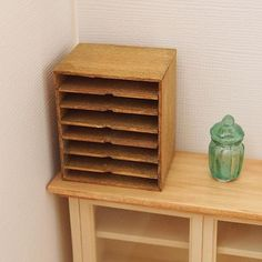 ・ ・ 書類ケース ・ ・ 引き出せるタイプにしようかとも思ったのですが 今回は固定してしまうので 簡単な感じで仕上げました。 ・ ・ #ミニチュア #miniature #ドールハウス #dollhouse #ハンドメイド #アンティーク #antique #diy #家具