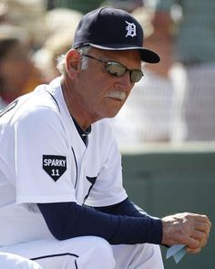 Former Tigers manager Jim Leyland wearing a Sparky Anderson patch on his Uniform Orioles Baseball, Baseball Boys, Baseball Players, Baseball Gloves, Baseball Gear, Mlb Players, Baseball Photos, Detroit Sports, Detroit Tigers Baseball