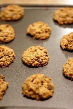 Amazing flourless (Gluten Free) oatmeal chocolate chip cookies!