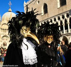 Medico della Peste (Plague Doctor) Mask. Kinda like the profusion of feathers, like a headdress. Full black maybe better. Like the contrast with the gold.