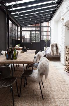 Beautiful Modern Farmhouse Dining Room Design Ideas – salle a manger ferme Classic Home Decor, Cute Home Decor, Cheap Home Decor, Interior House Colors, Home Interior, Interior Livingroom, Interior Paint, Contemporary Apartment, Living Room Remodel