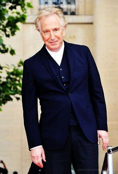 does anyone else think Alan Rickman looks weird with short, grey hair after seeing him as Snape for so many years?