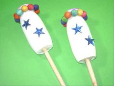 Very simple way to make maracas for and with kids (obviously adult supervision and help required for hot glue gun and scissors). I would say, for small kids probably use stickers for decorating and skip most of the hot glue all together. Easy Crafts For Kids, Easy Diy Crafts, How To Make Maracas, Instrument Craft, Musical Instruments, Homemade Instruments, Green Craft, Crafts Beautiful, Music Wallpaper