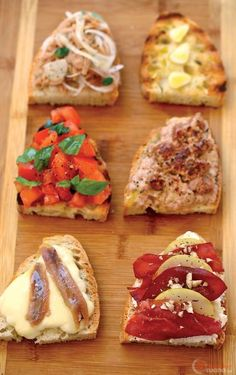 Tagliere di bruschette Snacks Für Party, Appetizers For Party, Antipasto, Appetizer Buffet, Brunch, Food Humor, Bruschetta, Finger Foods, Italian Recipes