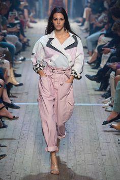 Spring Die Highlights der Paris Fashion Week mit Isabel Marant, Loewe, Valentino & Givenchy - Fashion - Best Of Women Outfits Fashion Week Paris, Spring Fashion Trends, Spring Trends, Look Fashion, New Fashion, Trendy Fashion, Runway Fashion, Womens Fashion, Fashion 2018