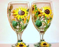 Esto está en venta de 145.00 a 120.00  Se trata de un conjunto de 7 piezas de girasoles pintados a mano, 6 vasos de té y 1 jarra, son todos