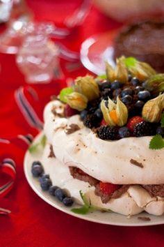 Sjekk ut den fantastiske pavlovan fra malekurset i haven ved havet! NAM! Tid for dessert! Pavlova, dessert, kake, malekurs, mat, frukt, bær, blåbær, østfold, hvaler