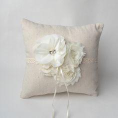 Almohada Anillo de bodas, boda elegante lamentable, marfil almohada de flores de tela, boda francés, almohada boda, almohada anillo rústico