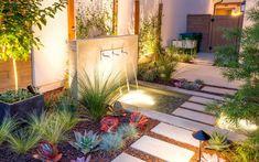 Jardines pequeños con encanto - Las nuevas tendencias para 2021 - Modern Backyard, Plantar, Fountain, Ale, Exterior, Outdoor Decor, Home Decor, Google Search, Hanging Gardens