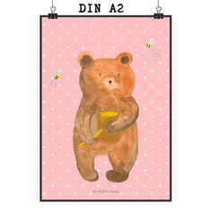 """Poster DIN A2 Honigbär aus Papier 160 Gramm  weiß - Das Original von Mr. & Mrs. Panda.  Jedes wunderschöne Motiv auf unseren Postern aus dem Hause Mr. & Mrs. Panda wird mit viel Liebe von Mrs. Panda handgezeichnet und entworfen.  Unsere Poster werden mit sehr hochwertigen Tinten gedruckt und sind 40 Jahre UV-Lichtbeständig und auch für Kinderzimmer absolut unbedenklich. Dein Poster wird sicher verpackt per Post geliefert.    Über unser Motiv Honigbär  Unser süßer Bär ist aus der """"Beary…"""
