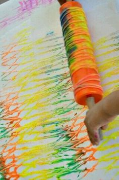 Art Activities for kids : Rolling Pin Yarn Prints Schöne Idee, das bunte Band hinterher auch noch zum Basteln zu verwenden! art activities for kids with rolling yarn Need fantastic tips on arts and crafts? Toddler Art, Toddler Crafts, Preschool Crafts, Crafts For Kids, Arts And Crafts, Process Art Preschool, Toddler Games, Preschool Colors, Art Activities For Kids