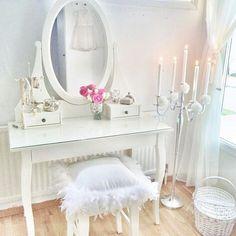 Clever vanity stool
