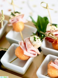 Try this Easy, Elegant Party Appetizer Recipe for your next holiday party: Ham, Melon, and Mozzarella Bites. So delicious & easy to make! Skewer Appetizers, Elegant Appetizers, Holiday Appetizers, Appetizer Recipes, Party Appetizers, Party Recipes, Party Snacks, Party Party, Samosas