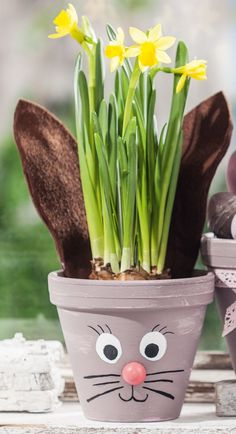 Easter Flower Pots with Chalky Color – Free Instructions. ✓ Easy to imitate ✓ Order material online ✓ Easter Flower Pots with Chalky Color – Free Instructions. ✓ Easy to imitate ✓ Order material online ✓ Easy Easter Crafts, Easter Crafts For Kids, Diy For Kids, Easter Activities, Craft Activities, Hobbies And Crafts, Diy And Crafts, Easter Puzzles, Easter Flowers