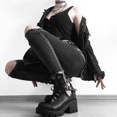 on photo @blxckpetal in Altercore Sadie Vegan Black Boots🔥 Grunge Outfits, Grunge Boots, Rock Outfits, Edgy Outfits, Cute Casual Outfits, Pretty Outfits, Aesthetic Grunge Outfit, Aesthetic Fashion, Aesthetic Clothes