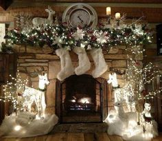100 Best Christmas mantel decorations that glisten with an aesthetic élan - Hike n Dip : Here are 100 Best Christmas Mantel Decorations. Take inspiration for the perfect Christmas Fireplace decor, that include various themes & traditional styles Gold Christmas Decorations, Christmas Mantels, Noel Christmas, Holiday Decor, White Christmas Garland, Christmas Fireplace Mantels, Winter Wonderland Decorations, Winter Wonderland Christmas, Christmas Tables