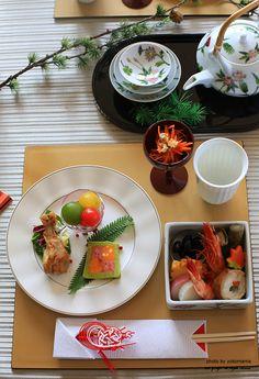 【楽天市場】10.5正角膳:ジオクラフト Japanese Table, Japanese New Year, Japanese Food, Asian Tea, Korean Food, Snack, Food Presentation, Food Plating, Asian Recipes