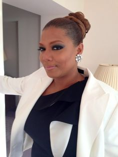 Just Beautiful .Get The Look: Queen Latifah's Bold CoverGirl Queen Concert Look Oprah Winfrey, Khloe Kardashian, Queen Latifah Show, Divas, Concert Looks, Bodies, Cover Girl Makeup, Mode Plus, My Black Is Beautiful