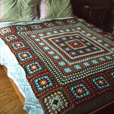 Ravelry: Project Gallery for Wendy Blanket pattern by Wendy de Haas Crochet Granny Square Afghan, Granny Square Crochet Pattern, Crochet Flower Patterns, Crochet Stitches Patterns, Granny Squares, Giant Knit Blanket, Baby Blanket Crochet, Chunky Blanket, Blanket Yarn