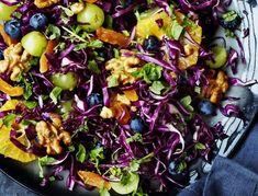 Sprød kålsalat med frugt og nødder   SPIS BEDRE