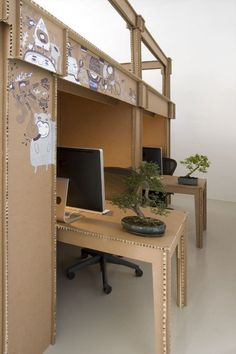Mon bureau tout en carton par Alrik Koudenburg