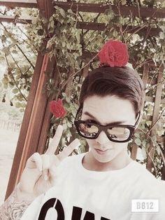 So handsome Oppa ❤❤❤ Bangs, Rapper, Handsome, Teen, Cap, Glasses, Fashion, Fringes, Baseball Hat