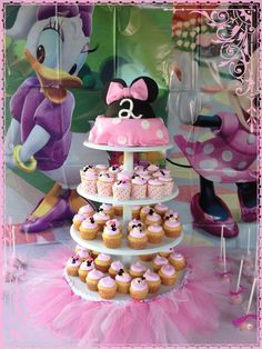 Cupcakes at a Minnie Mouse #mjinniemouseparty #cupcakes