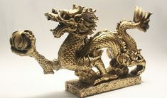 Free Feng Shui luck & money boost for April Dragon month. Feng Shui Luck, Feng Shui Tips, Feng Shui History, Feng Shui Energy, Castle Rooms, Chi Energy, Dragon Statue, Sea Theme, Room Interior Design