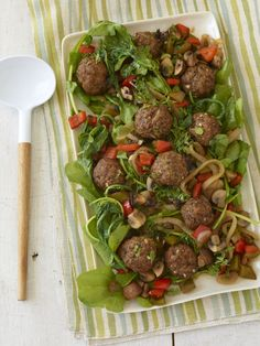Serves 12 as a snack, or 6 as a meal | Prep time: 10 min. | Total time: 45 min. Ingredients 1/2 lb. lean ground turkey 1 lb. lean ground beef 4 cups spinach, finely chopped 1/2 cup celery, finely chopped 4 green onions, white and light green parts only, finely chopped 1 bell pepper, […]