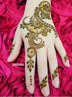 Best Mehndi Design Easy and Beautiful For Woman Easy to Draw. new best collection henna design for woman with easy and beautiful pattern to draw Modern Henna Designs, Henna Tattoo Designs Simple, Simple Arabic Mehndi Designs, Mehndi Designs 2018, Mehndi Designs For Girls, Mehndi Designs For Beginners, Beautiful Henna Designs, Mehndi Designs For Fingers, Mehandhi Designs