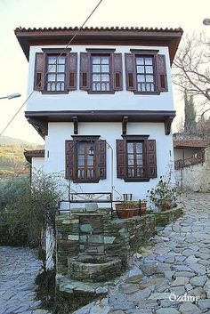 Traditional architecture in Sirince ( Sirince,Selcuk ,Izmir -Turkey ) / By Atilla Özdamar haus Turkish Architecture, Historical Architecture, Art And Architecture, Great Places, Beautiful Places, Orient House, Stone Houses, Mid Century House, Traditional House