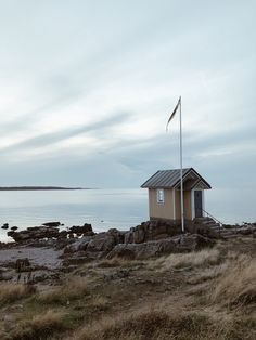 Torekov Skåne län, Schweden Helsingborg, Around The Worlds, Cabin, House Styles, Instagram, Home Decor, Sweden, Homemade Home Decor, Decoration Home