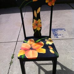 Painted Chair, bright contrast with black - möbel verschönern - Chair Design Hand Painted Chairs, Whimsical Painted Furniture, Hand Painted Furniture, Funky Furniture, Colorful Furniture, Art Furniture, Repurposed Furniture, Furniture Projects, Furniture Makeover