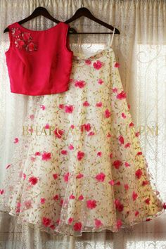 Designer blouse contact us for order and more info on whatsapp 6394837380 Half Saree Lehenga, Lehnga Dress, Floral Lehenga, Anarkali, Indian Designer Outfits, Indian Outfits, Designer Dresses, Choli Designs, Lehenga Designs