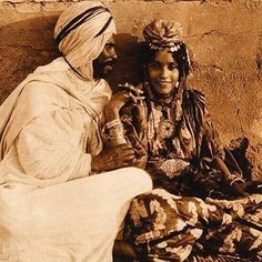 #mulpix When a  #King knows she's a  #Queen, he never lets her forget it. What true love looks like   #queens  #kings  #moor  #moors  #moorish  #blacklove  #africa  #african  #sacredunion  #berbers  #berber  #amazigh  #goals  #relationshipgoals  #goalsaf