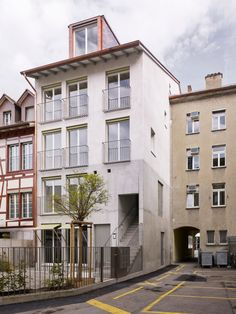 KilgaPopp Architekten - Wohnhaus Neumarkt 5 (2014) Winterthur, Austria Contemporary Architecture, Landscape Architecture, Winterthur, Townhouse Designs, Roof Extension, Built Environment, Building A House, Brick, Interiordesign
