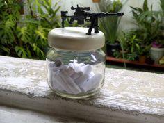Presente com miniatura de Sniper Cheytac M200 (7cm, em biscuit) + recadinhos em rolinhos de papel
