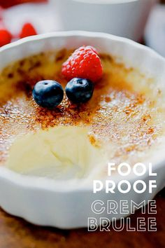 Creme brûlée: an easy recipe for the best creme brûlée you will ever try! This simple creme brûlée recipe is fool proof and tastes heavenly! Great Desserts, Mini Desserts, Delicious Desserts, Dessert Recipes, Yummy Food, Plated Desserts, Creme Brulee Recipe For 2, Food Dishes, The Best
