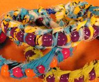 Team spirit bracelets in your own school colors on Hands On Crafts for Kids® Craft Projects For Kids, Crafts For Kids To Make, Crafts To Sell, Diy Crafts, Team Spirit Crafts, Christmas Bazaar Ideas, T Shirt Bracelet, String Crafts, Vintage Thanksgiving