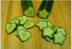 How to grow shaped cucumbers    /  http://cheesebookproject.blogspot.com.br/2011/07/strange-and-wonderful-japanese.html