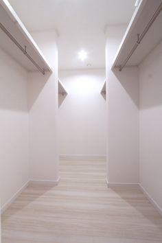 ウォークイン Natural Interior, Wardrobe Doors, Wardrobes, Closets, Scary, Bathtub, Dressing, Bathroom, House