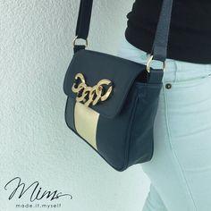 Bolsa beijinho em azul meia noite e dourado light.  #bolsadecouro #criesuabolsa