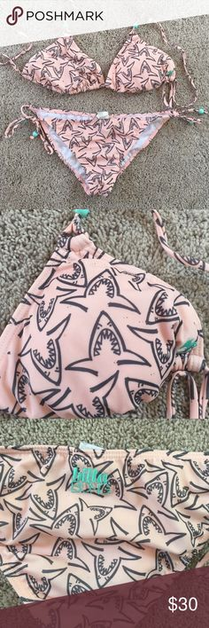 Billabong bikini in EUC So cute bikini with shark print. Top is XL and bottoms are large. EUC Billabong Swim Bikinis