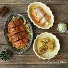 Salmon in 1:12. Two versions, with Mediterranean herbs and with dill sauce. Potatoes as side dish #miniature #miniaturefood #polymerclayfood #fimofood #dollhousefood #salmon #handmade