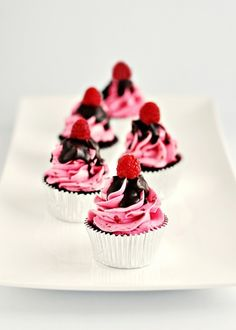 Dark Chocolate & Raspberry Buttercream Cupcakes with Chocolate Glaze