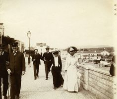 Lisboa de Antigamente: Praia da Ribeira de Cascais Algarve, Antique Photos, Old Photos, Black And White Pictures, Capital City, Lisbon, The Past, Journey, Street View