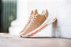 Nike_KD_8_PREM_Leather_Brown_Sneaker_POlitics_Hypebeast_1_521e77ca-d971-4f0f-abb4-5c3bc112a0d4_grande (1)
