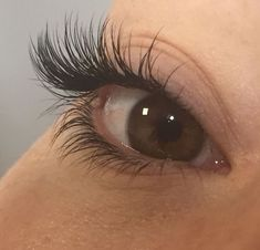 Eyelash extensions - Self Care Beauty Routine - Eyelash Shop Eyelashes How To Apply, Longer Eyelashes, False Eyelashes, Eyelash Sets, Eyelash Glue, Eyelash Extensions Styles, Makeup Brush Storage, Magnetic Eyelashes, How To Clean Makeup Brushes
